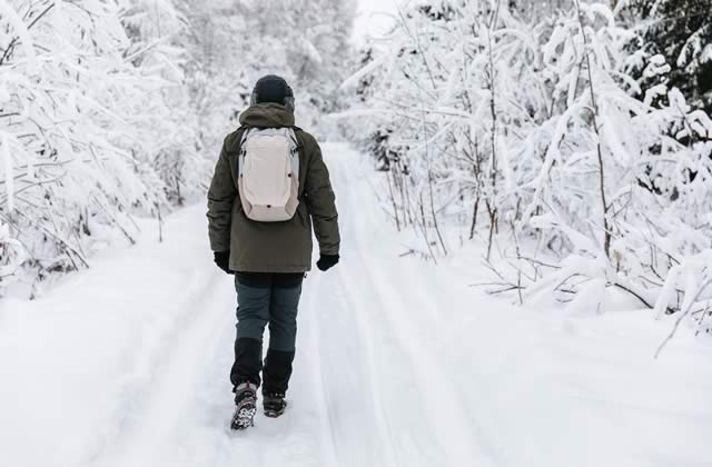 how to stay comfortable outdoors in winter