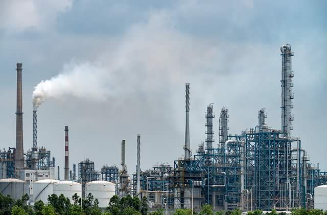 skills needed to become a refinery worker
